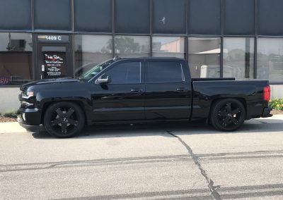 Bagged Z71 with 22 inch momo wheels 01